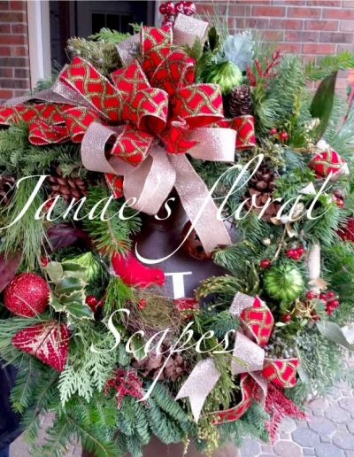 red-and-white-holiday-wreath